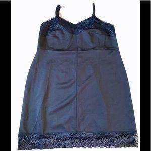 🆕Penningtons - Little black lace body con dress